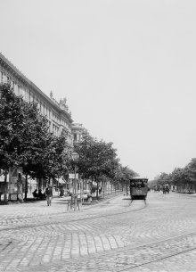 The Ringstraße in the past with streetcar and tree avenue.