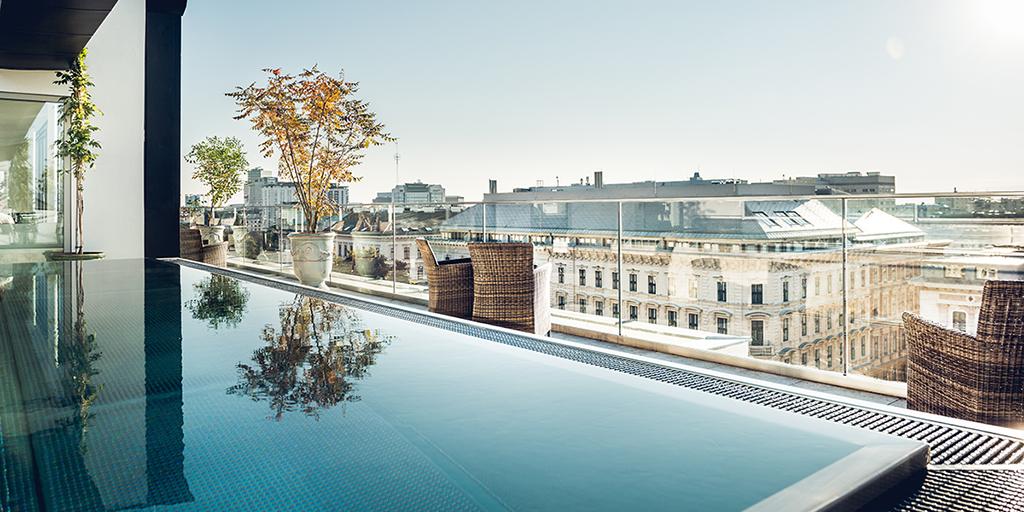 Rooftop Pool Grand Ferdinand Wien