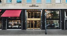 Ein goldenes Portal ist der Eingang zum Grand Ferdinand Hotel.