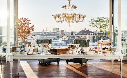 Frühstücksbuffet in der Grand Étage auf der Dachterrasse mit Blick über Wien.