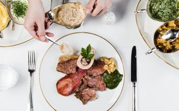 Das große Tafelspitz Menü, serviert vom Fleischwagen mit Beilagen und klassischem Semmelkren.