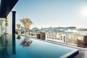 Die Aussicht vom Grand Ferdinand Rooftop Pool.